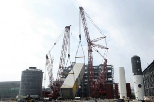 Manitowoc 31000 performs heaviest lift yet