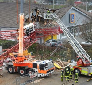 Tower crane hits supermarket in Germany