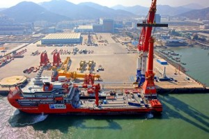 Installation offshore crane by Huisman quayside crane