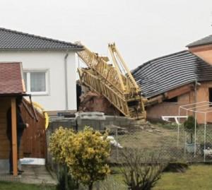 Tower crane destroys garage in Germany