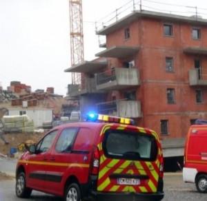 Tower crane struck by lightning strike in France