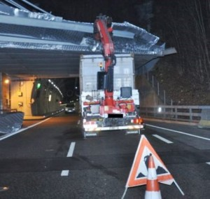Low loader crashes against bridge