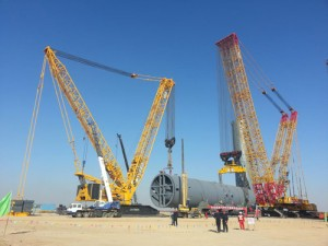 Two cooperating xcmg crawler cranes