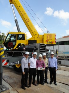 Daiya's Grove RT550E gets to work in Singapore