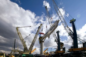 Liebherr subsea crane lifted by four mobile cranes