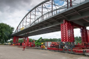 Mega Jack 800's first use in bridge project