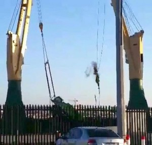 Crane dropped in tandem lift